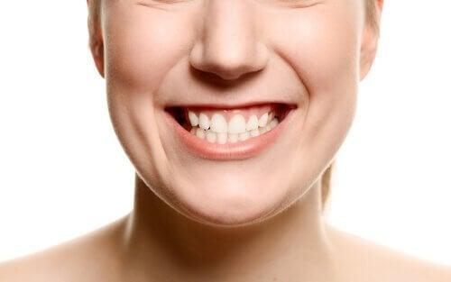 Zgrzytanie zębami czyli bruksizm - jak rozluźnić szczękę?