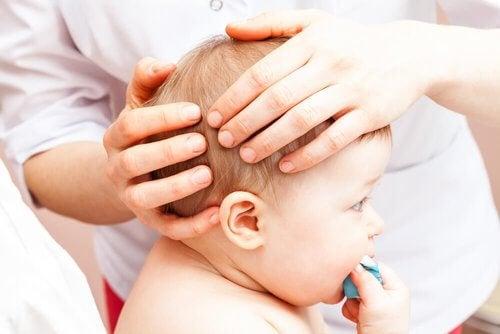 Uderzenie w głowę Twojego dziecka – co zrobić?