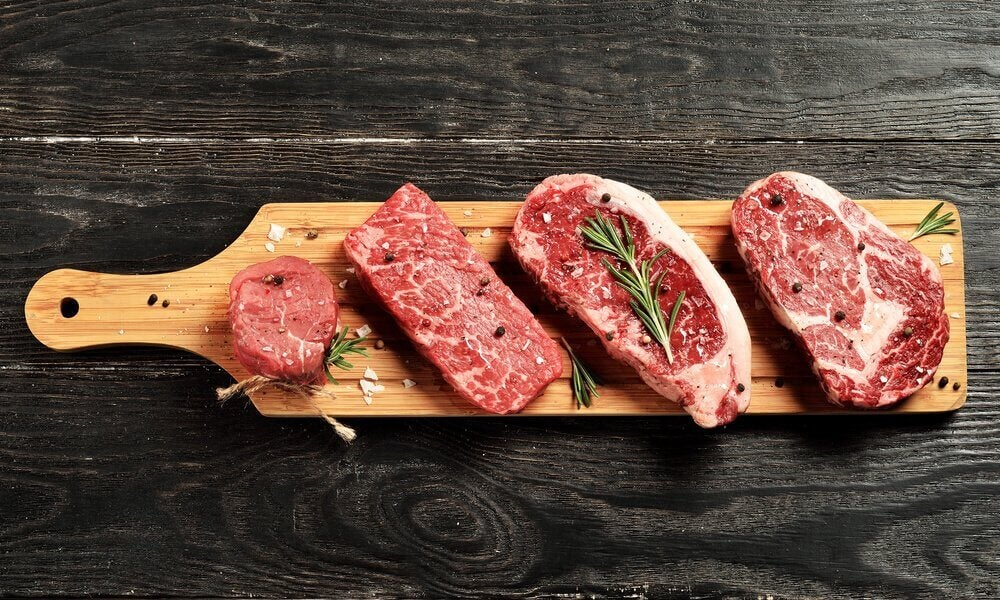 Deska z surowym mięsem