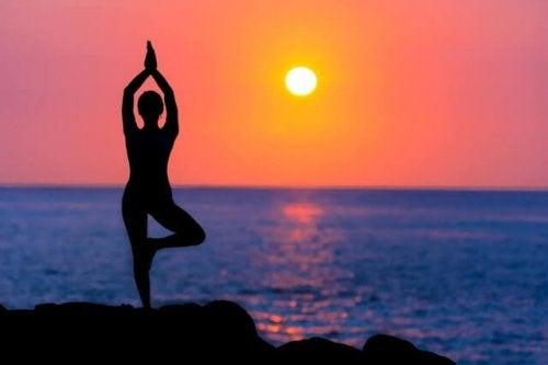 Praktykowanie jogi - jaki ma wpływ na Twoje ciało?
