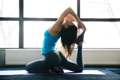 Wyszczuplające działanie jogi – 5 niezawodnych asan