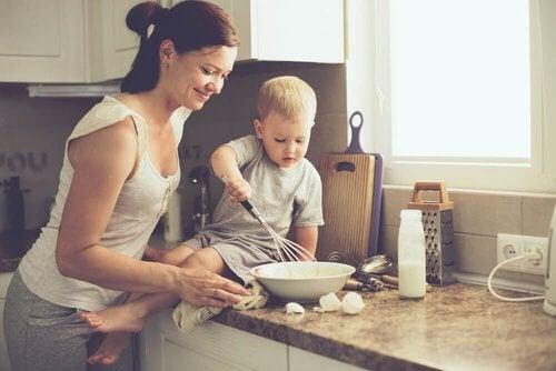 Mama gotuje z synkiem