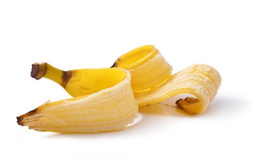 Skórka z banana na brodawki