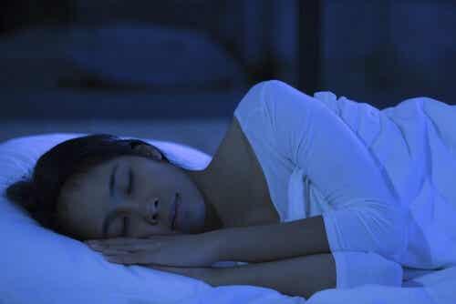 Zdrowy sen po ciężkim dniu  - 6 wskazówek, które pomogą Ci się wyspać