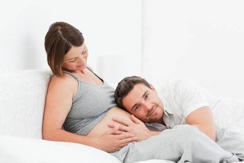 w łonie matki dziecko