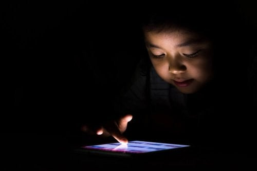 Dziecko uzależnione od tabletu – co robić?