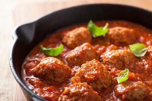 klopsiki hiszpańskie w sosie pomidorowym