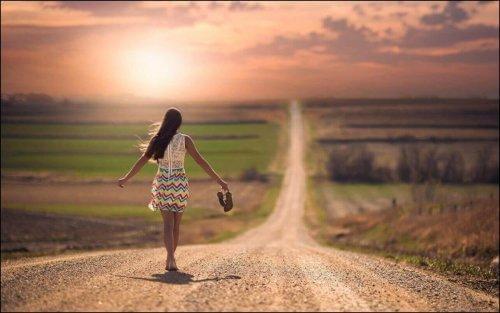 Osoby które nie podążają za większością często czują się samotne.
