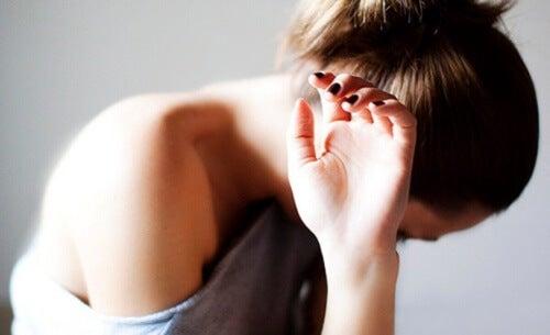 Mentalne korzyści z płakania to przede wszystkim ulga i powrót spokoju.