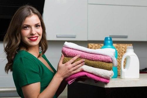 Zmiękczacz do ręczników - prosty i domowy sposób