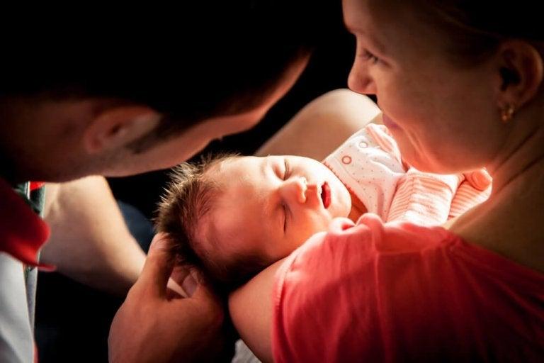 Związek po narodzinach dziecka – jak przetrwać kryzys?