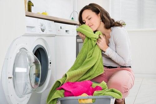 Jak wyeliminować nieprzyjemny zapach z ręczników?