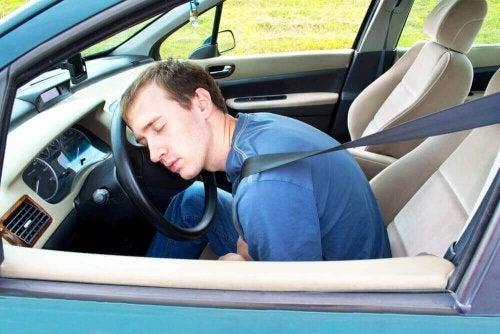 Jak nie zasnąć za kierownicą – 9 wskazówek