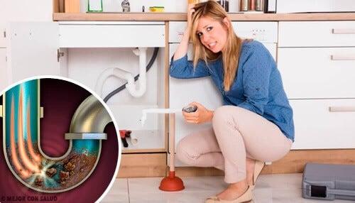 Trzy razy w tygodniu używaj kawy do udrażniania i czyszczenia rur.