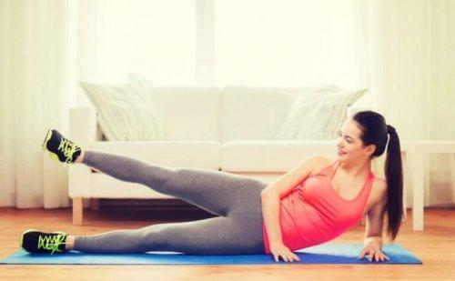 Ćwiczenia abduktorów to stały element walki z cellulitem.