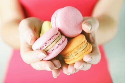 Czujemy potrzebę jedzenia słodyczy, ponieważ są one źrodłem glukozy.