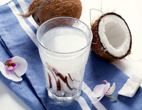 Woda kokosowa - jej 8 niesamowitych zalet