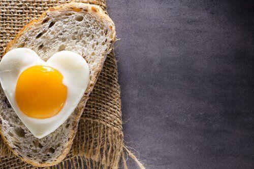Kromka chleba z jajkiem