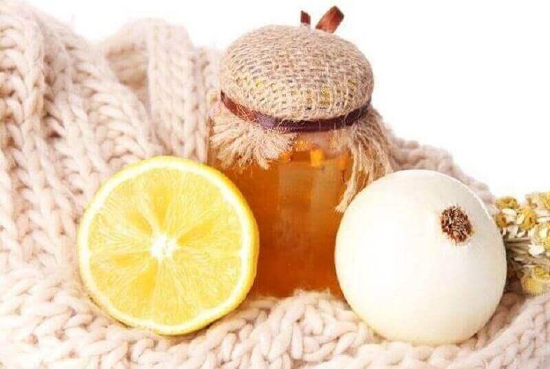 Miód z cytryną na kaszel