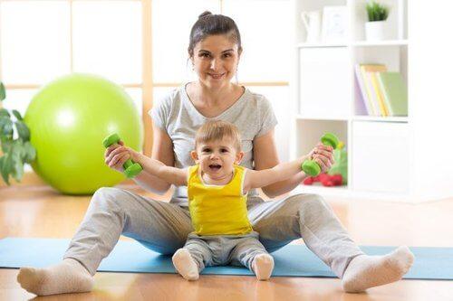 Nauka siadania - doświadczenie dzieci i rodziców