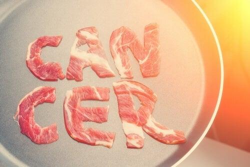 Rak a spożywanie mięsa - co mówi WHO o tej zależności?
