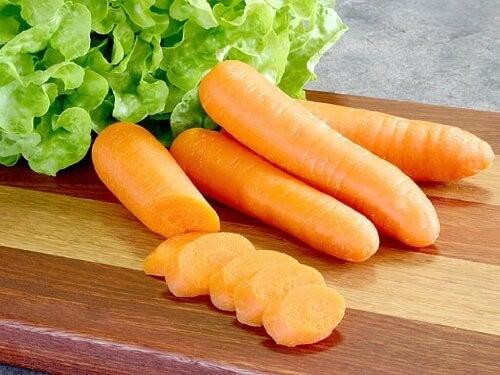 Połączenie marchewki i miodu odżywi i nawilży skórę.