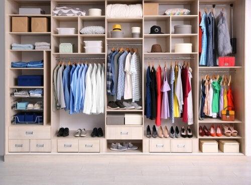 Dowiedz się, jak wykonać własnoręcznie proste organizery na ubrania!