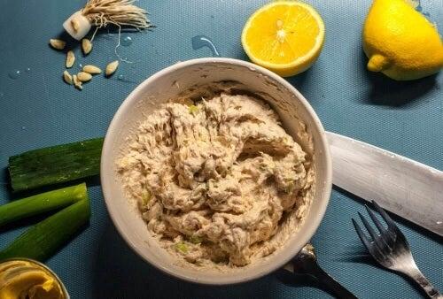 Tuńczyk i ser to wspaniałe połączenie smaków.