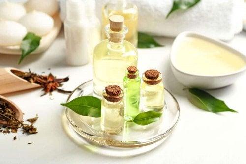 Olejek z drzewa herbacianego - 4 maseczki zapobiegające wypadaniu włosów