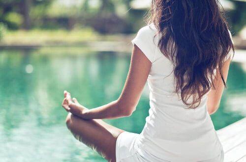 Zdrowie Twojej miednicy – trzy pozycje jogi