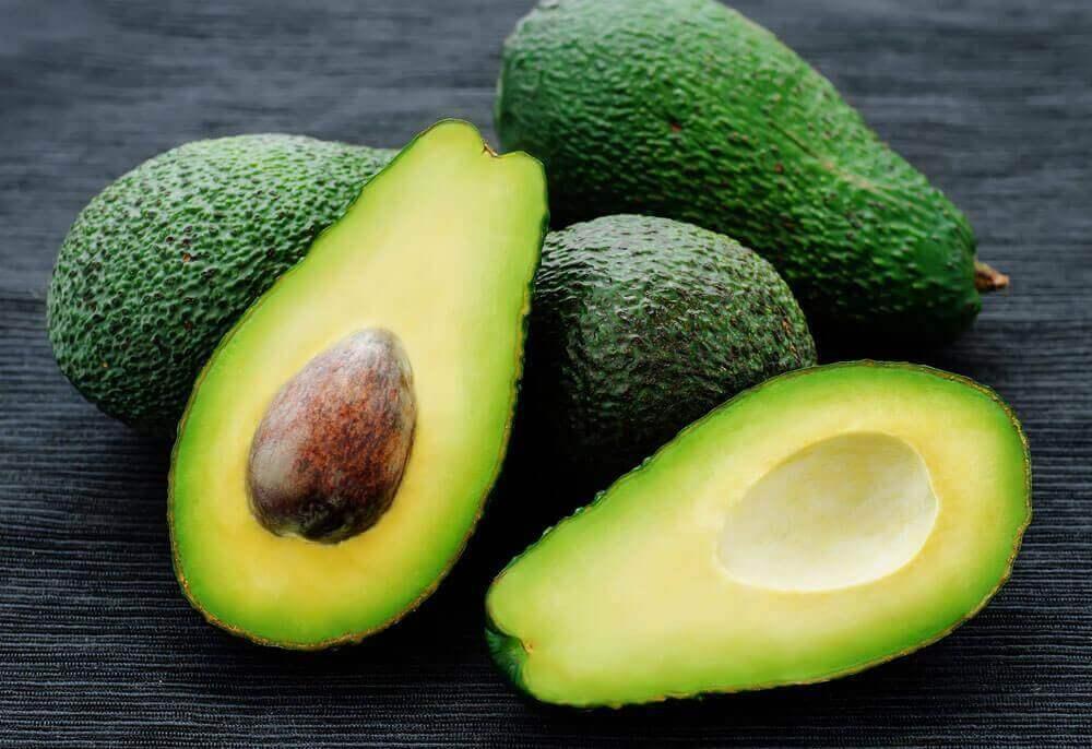 Owoce tropikalne. Awokado.