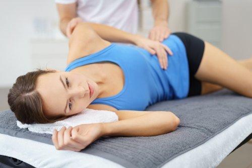 kobieta u fizjoterapeuty