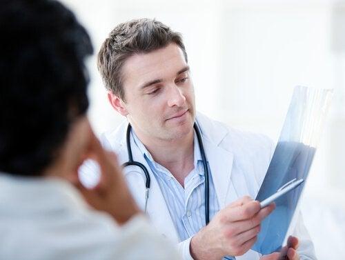 Lekarz wyjaśnia wyniki badań