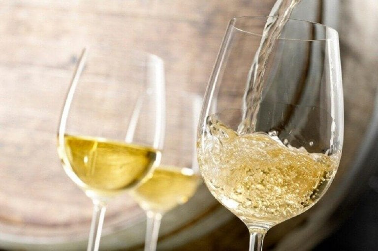 Białe wino.