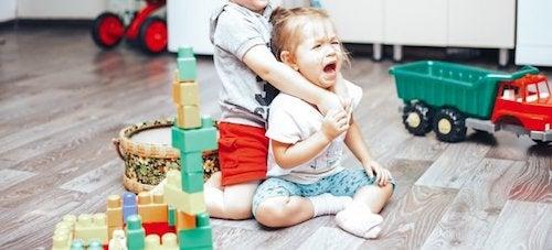 Jak kontrolować kłótnie między dziećmi