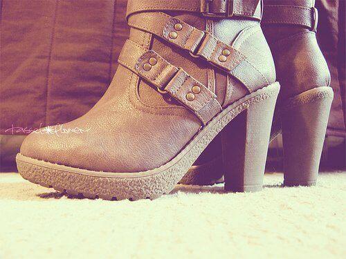 Buty na obcasie, by wyglądać na wyższą