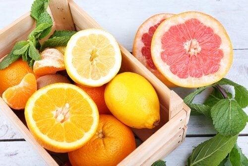Owoce cytrusowe.