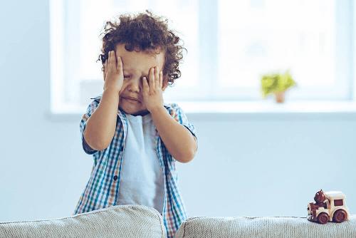 Dziecko płacze.