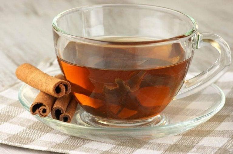 Liście laurowe i herbata cynamonowa.