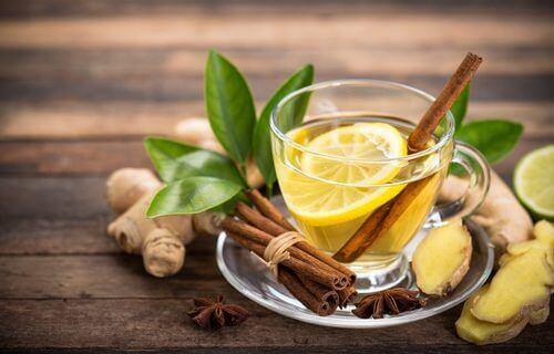 Herbata z cytryną.