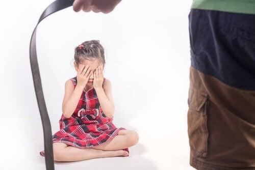 Kara cielesna u dzieci i jej konsekwencje