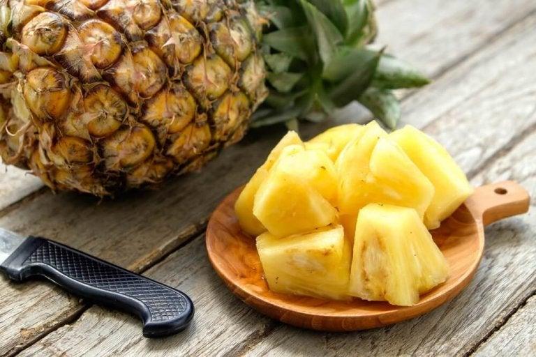 Kawałki ananasa.