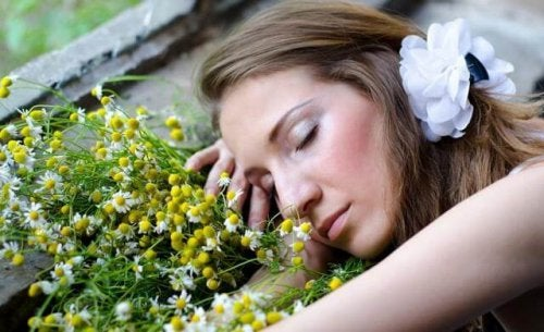 Zdrowszy sen – 8 pomocnych aromatycznych olejków