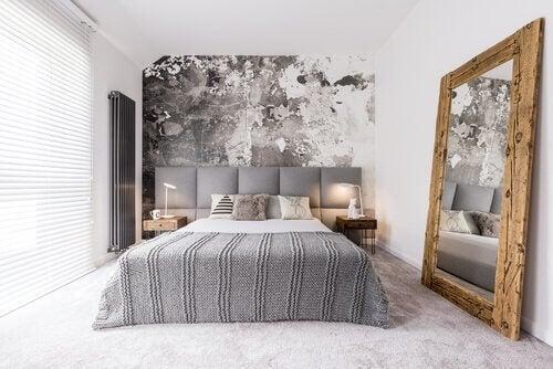 Gustownie urządzona mała sypialnia