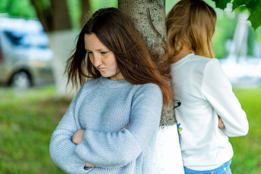 obrażone nastolatki