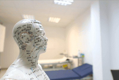 Aurikuloterapia w walce z chorobą Parkinsona