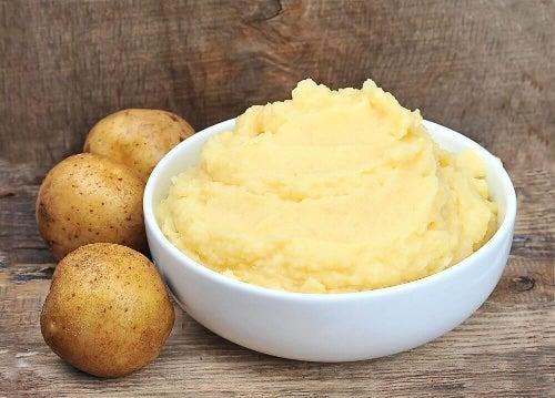 Doceń ziemniaki i ich wpływ na oczyszczanie i rozjaśnianie dłoni!