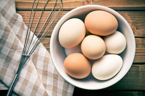 Mity żywieniowe często dotyczą jajek i zawartości cholesterolu.