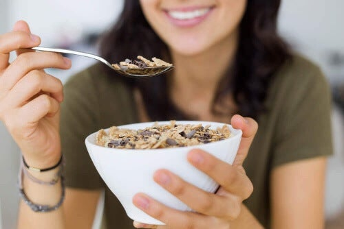 Granola na każde śniadanie zapewni Ci zastrzyk energii.
