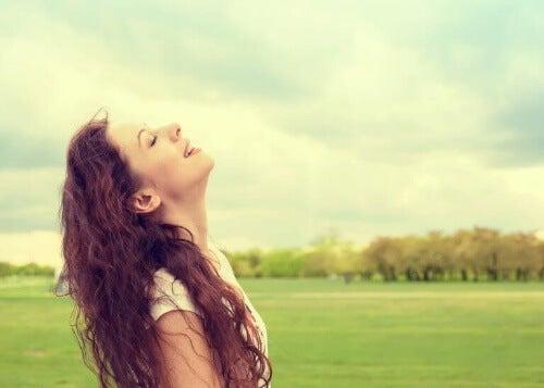 Ćwicz wdzięczność aby cieszyć się szczęściem i dobrym samopoczuciem.